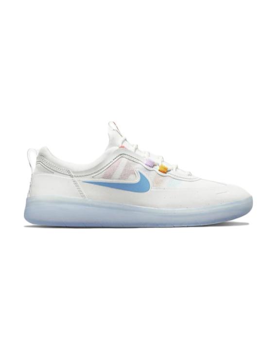 Chaussure Nike SB, pro modèle de Nyjah Huston, couleur blanc