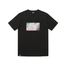 T-shirt Hélas couleur noir en coton avec un imprimé à l'avant